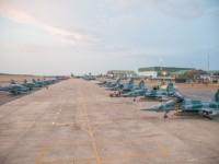 Acompanhe um exercIcio com mais de 60 aeronaves