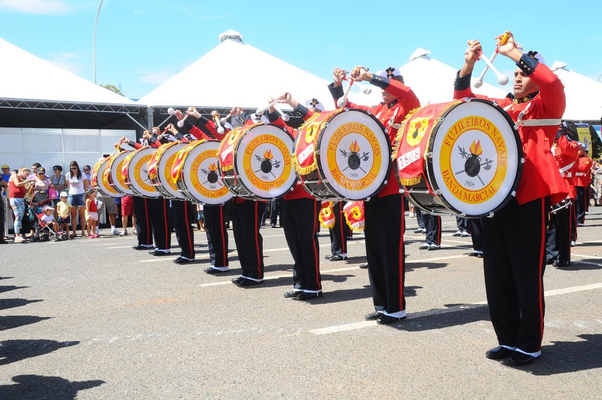 Banda Marcial do Corpo de Fuzileiros Navais se apresentará  em dois shopping do Distrito Federal