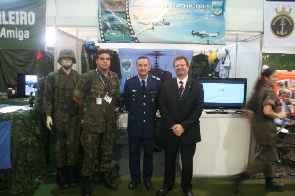 Base Aérea de Florianópolis apresenta ações em grandes eventos em feira de segurança