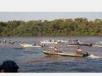 Militares acompanhando a largada no Rio Taquari