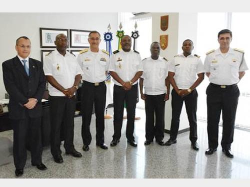 Comandante da Marinha de Angola visita a Secretaria de Ciência, Tecnologia e Inovação da Marinha