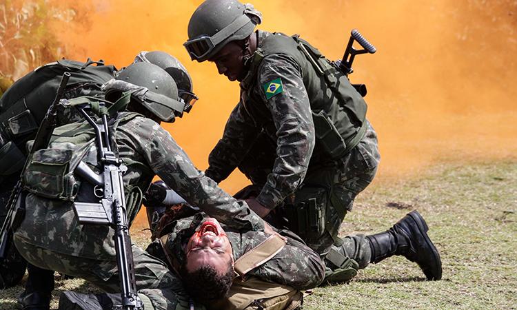 Defesa promove simulação de resgate médico a feridos em combate