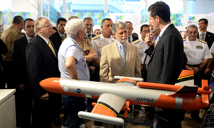Indústria de Defesa deve aumentar exportações em 2014