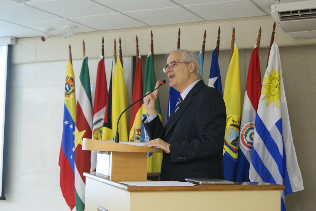 Palestra do Sociólogo Jorge Taiana no Curso Avançado de Defesa Sul-Americano