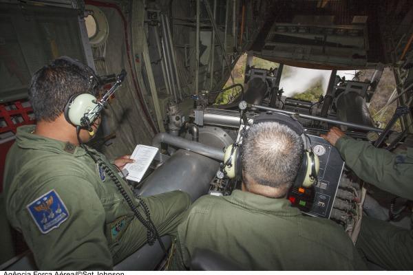 Pilotos da FAB treinam 2