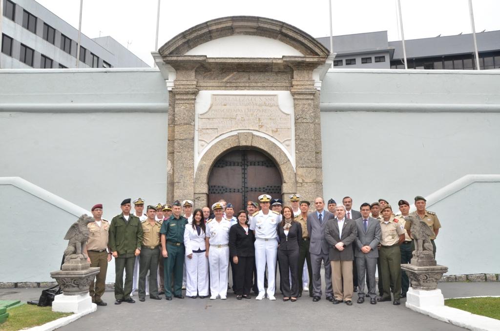 Visita do Curso Avançado de Defesa Sul-Americano à Escola Naval