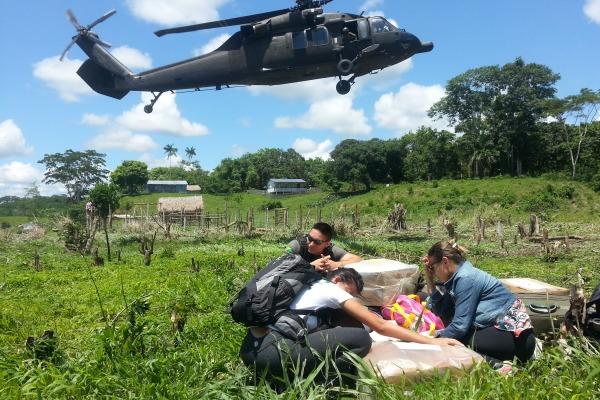 """""""Até de helicóptero é difícil chegar"""", afirma piloto"""