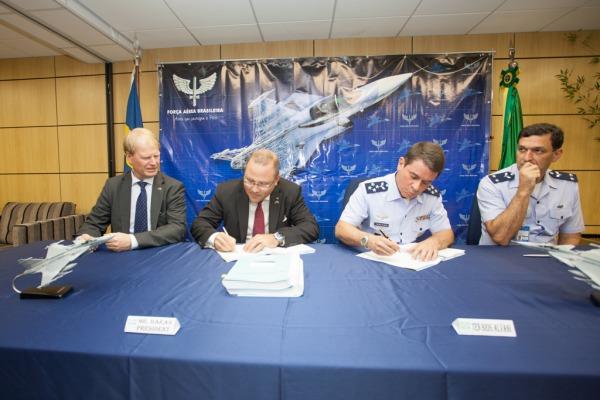 Brasil assina contrato para aquisição de 36 caças Gripen NG