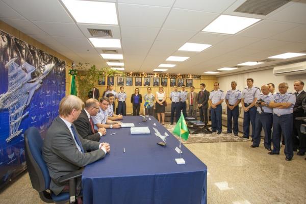 Brasil assina contrato 2