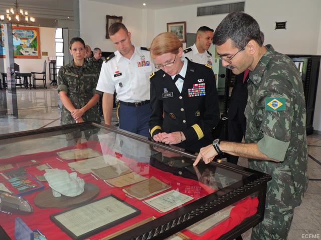 ECEME recebe visita de Oficial-General do Exército dos EUA