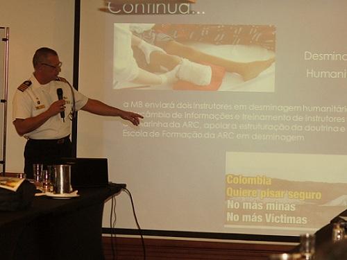 Adido Naval do Brasil na Colômbia na sua apresentação