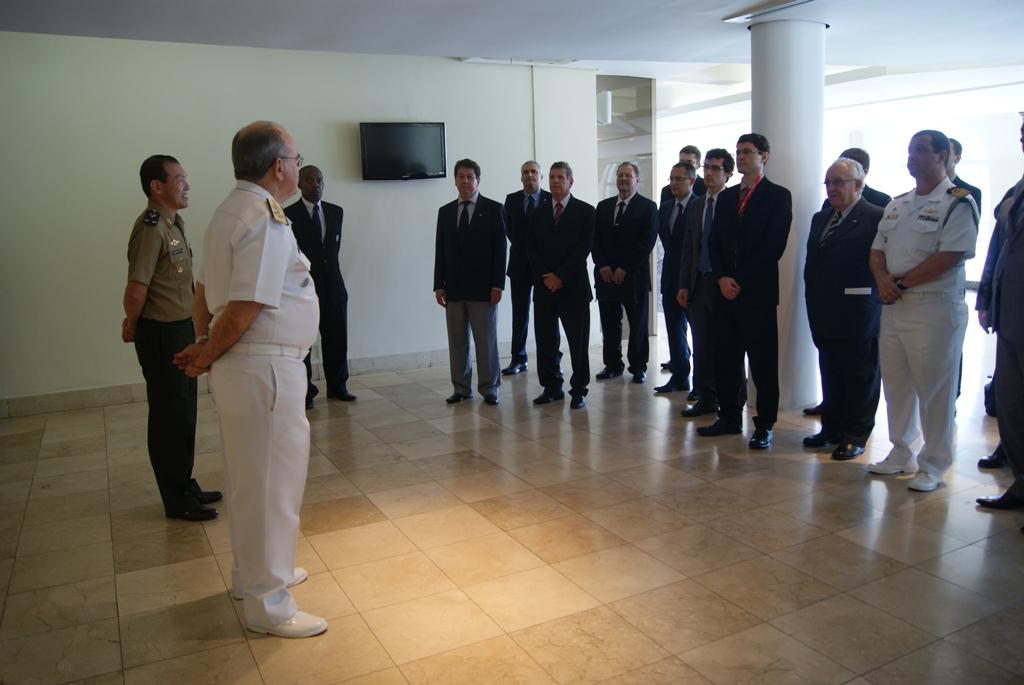 Estagiários do Curso de Gestão de Recursos de Defesa Visitam a Escola Superior de Guerra