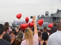 Familiares comemoram chegada de seus familiares do Líbano