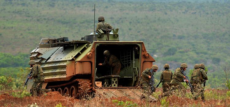 Fuzileiros Navais treinam em Formosa (GO) para atuarem em missões militares