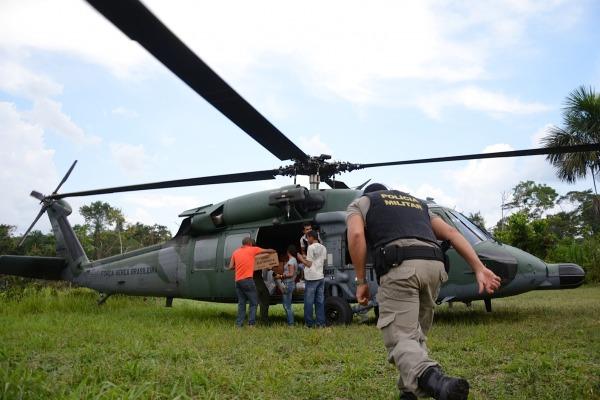 Helicópteros da FAB auxiliam na distribuição de urnas para 47 localidades isoladas