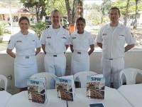 """Diretor do SIPM, Capitão-de-Mar-e-Guerra (IM) Sergio Miranda Brandão, com sua equipe no """"stand"""" montado na Casa do Marinheiro"""