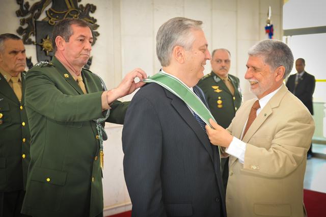 Imposição da Medalha da Ordem do Mérito Militar no Ministro das Relações Exteriores