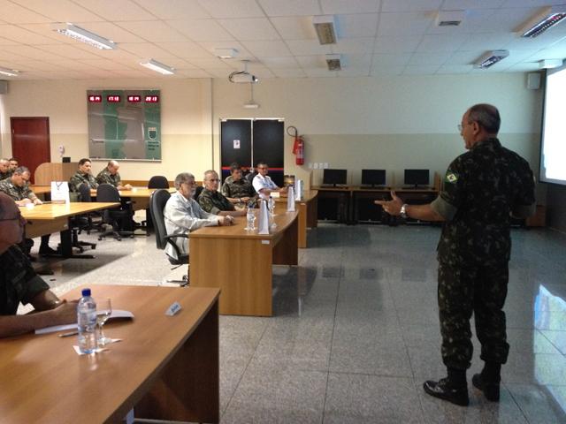 Ministro da Defesa visita local de implantação do projeto piloto do SISFRON