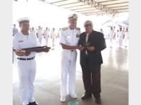 Entrega do título Hidrógrafo Honorário ao jornalista Alyrio Sabbá, pelo Comandante do 4° Distrito Naval