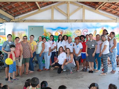 """Voluntárias """"Cisne Branco"""" visitam creche do município de Ladário (MS)"""