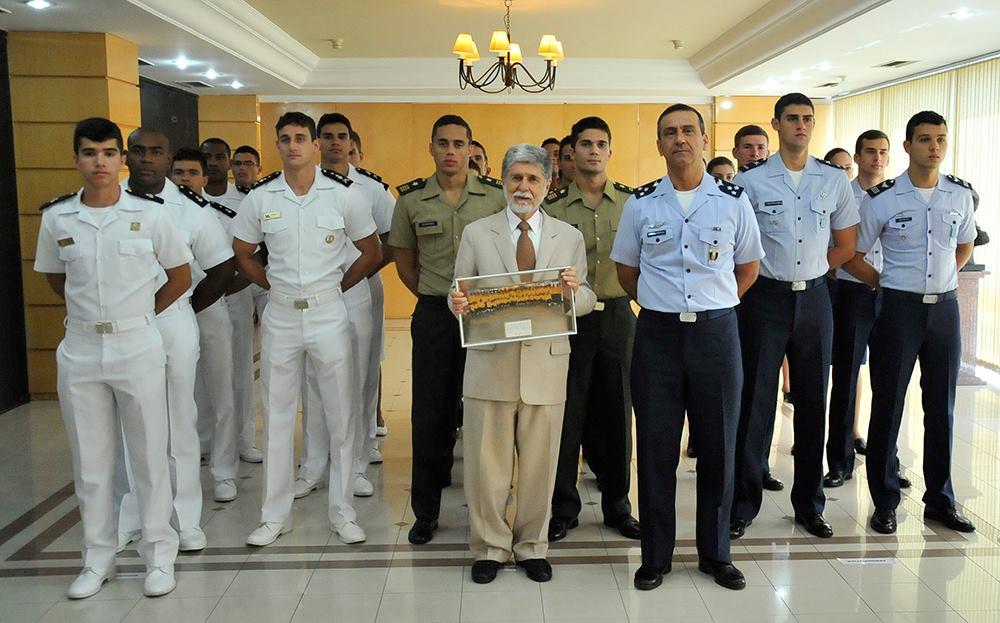 Ministro Celso Amorim parabeniza militares medalhistas do II Mundial de Cadetes no Equador