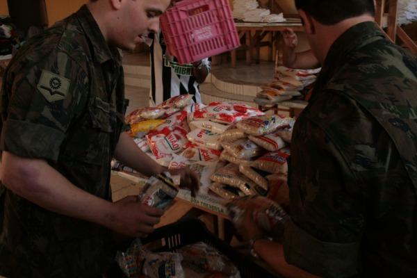 Base Aérea de Florianópolis doa 2t de alimentos