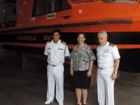 Oficiais da Marinha do Brasil e a Ministra Tereza Campello