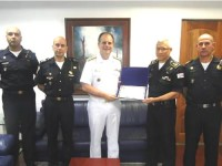 Entrega do diploma ao Vice-Almirante Liseo Zampronio