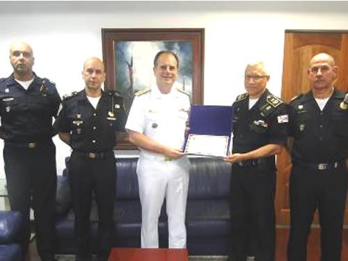 Comandante do 8° Distrito Naval recebe homenagem da Guarda Civil Metropolitana de São Paulo