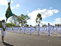 Novos Marinheiros-Recrutas em juramento à Bandeira