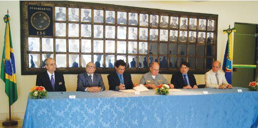 PANORAMA MILITAR SETEMBRO 2014 – ESG firma acordo com a empresa Odebrecht Defesa e Tecnologia