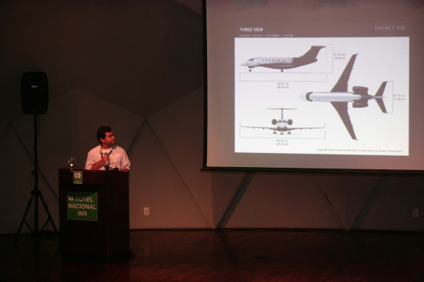 Nova aeronave-laboratório é apresentada durante simpósio em SP