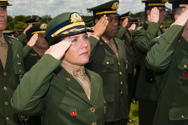 Solenidade em homenagem ao Dia da Bandeira no QGEx 5
