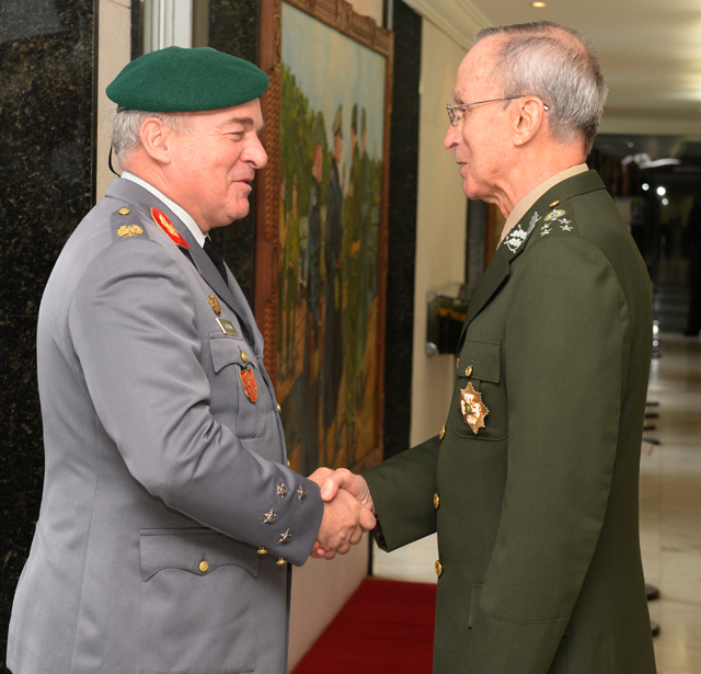 Visita do Chefe do Estado Maior do ExErcito de Portugal 1