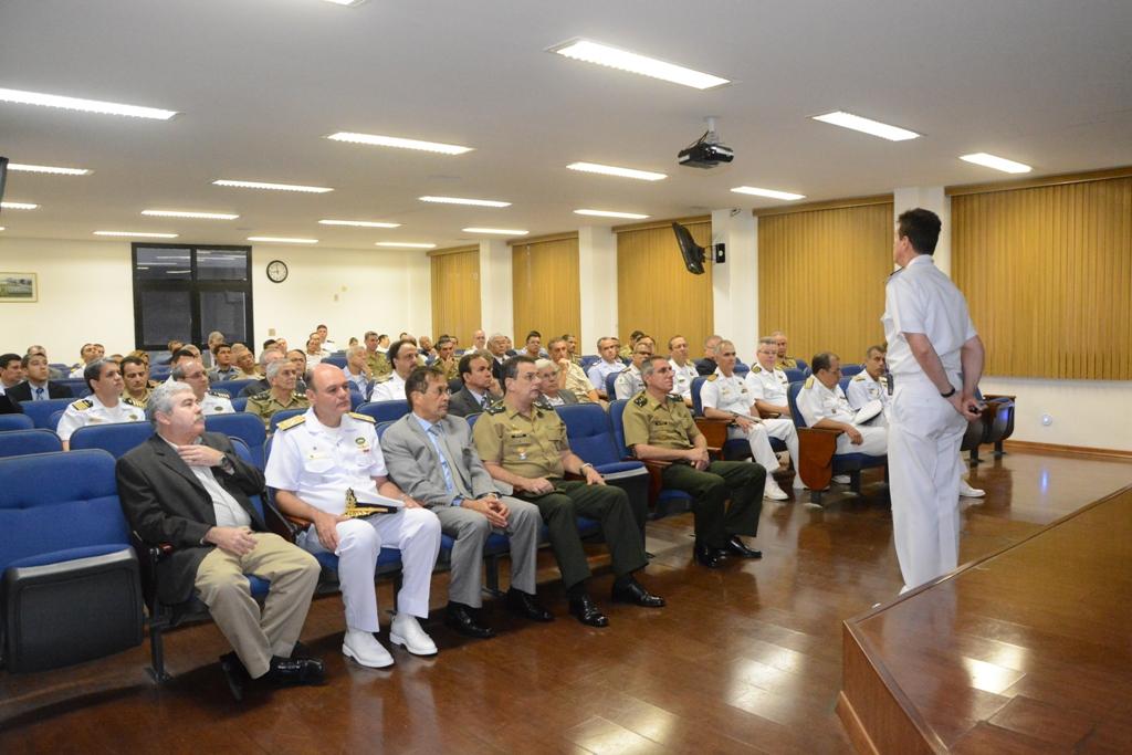 Visita do Curso de Altos Estudos de Política e Estratégia à Escola Naval