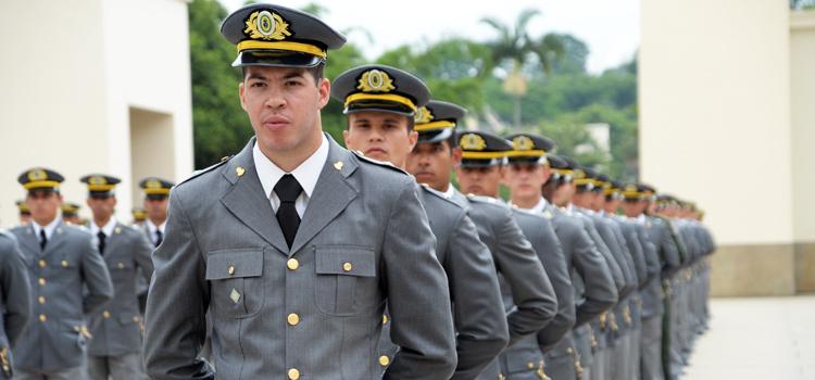 Academia Militar das Agulhas Negras forma 427 aspirantes-a-oficial