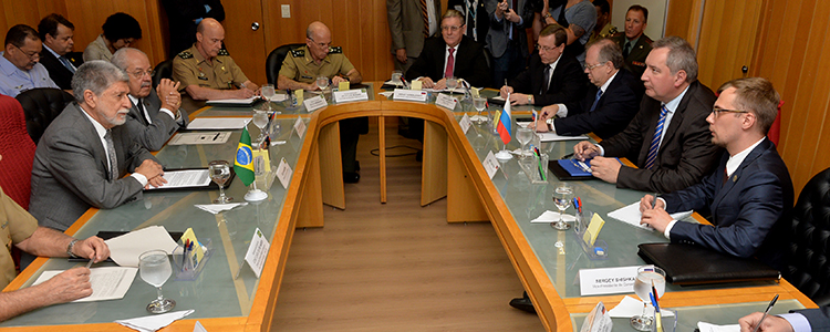 Celso Amorim recebeu em audiência o vice-primeiro-ministro da Rússia, Dmitry Rogozin