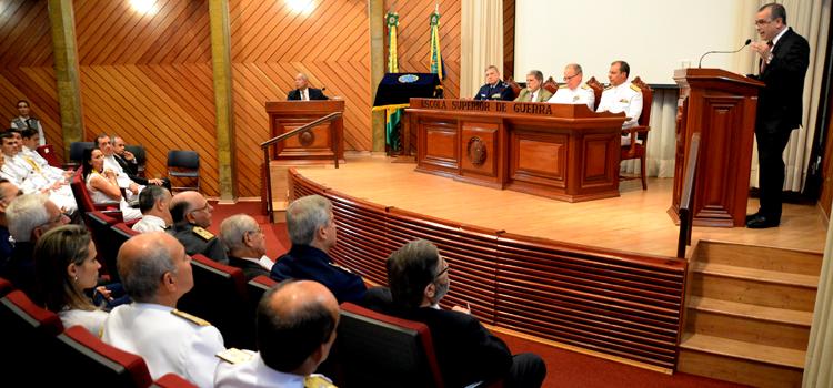 Celso Amorim encerra Curso de Altos Estudos 2