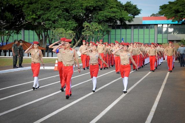 ColEgios Militares apresentam 2