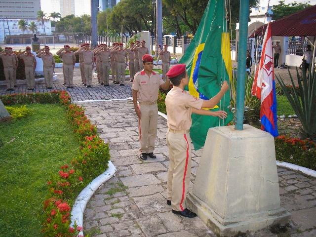 ColEgios Militares apresentam 3