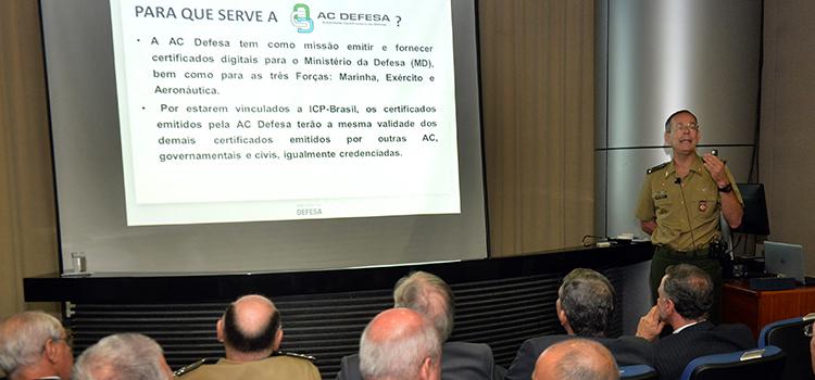 Defesa apresenta projetos estratégicos para 2015