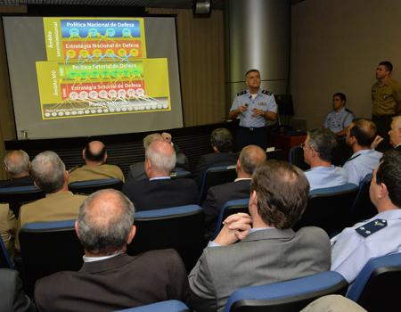 Brigadeiro Pompeu Brasil falou sobre a política setorial de defesa