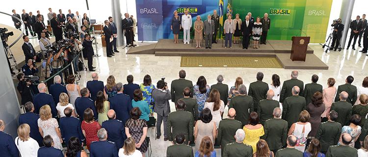 De manhã, Dilma recebeu os oficiais-generais promovidos, em evento no Palácio do Planalto