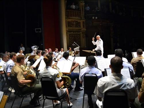 Músicos da Marinha, do Exército e da Aeronáutica realizam concerto de fim de ano no Teatro Amazonas
