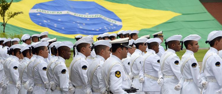 No Dia do Marinheiro, 240 autoridades recebem medalha do mérito Tamandaré