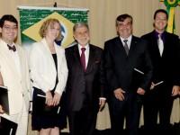 O ministro da Defesa, Celso Amorim, entregou a premiação aos vencedores do VI Concurso de Teses sobre Defesa Nacional