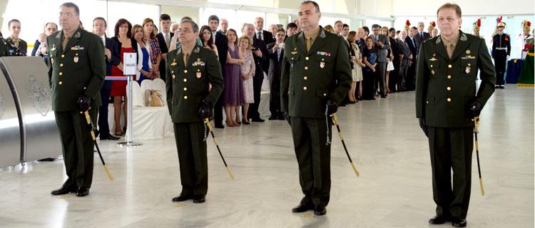 Promovidos a general recebem espadas em cerimônia no QG do Exército