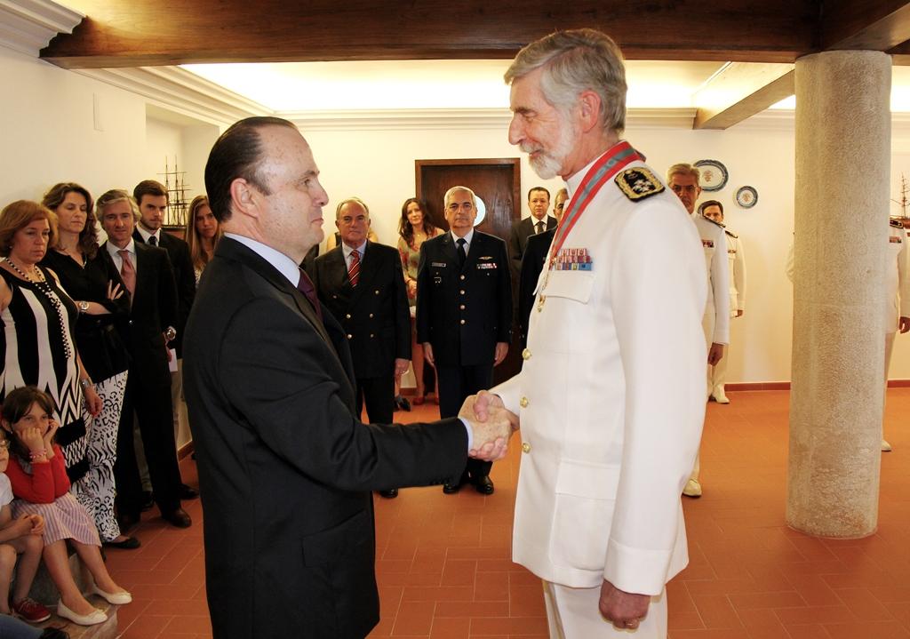 Almirante Macieira Fragoso, Chefe do Estado-Maior da Armada da Marinha Portuguesa, condecorado com a Medalha da Ordem do Mérito Naval pelo Embaixador do Brasil em Portugal, Mario Vilalva, no dia 17 de junho de 2014