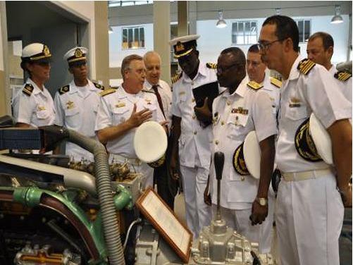 Chefe do Estado-Maior da Marinha de Gana visita Centro de Instrução Almirante Alexandrino