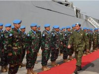 Comandante da FTM em revista à tropa do Garuda - XXXVII Contingente Indonésio de Navios de Guerra